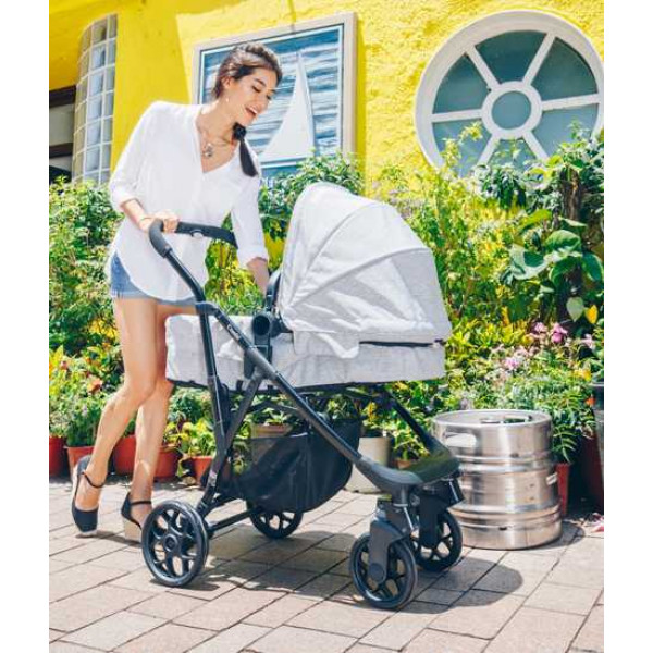 Combi I-Thruller 4W коляска от рождения